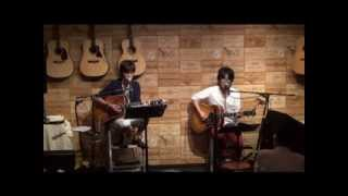 13年8月22日(木)博多天神・白いギターにて♪ 白いギターと置時計Spec...