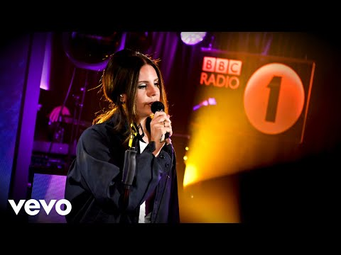 Lana Del Rey Covers Sublime & Ariana Grande In The Live Lounge