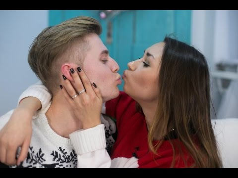 Смотреть видео мальчик поцеловал девку и секс фото 332-286