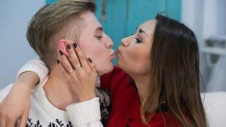 Как поцеловать мальчика первый раз - девушки мотора(Как поцеловать мальчика первый раз - еще одно из восстановленных видео канала. Смотрите подписывайтесь,..., 2016-08-12T08:48:07.000Z)