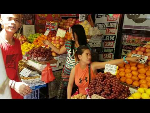 Walking Malolos city streetfood market. Philippines