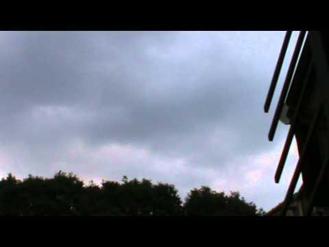UFI ,TORINO VELOCISIMI E, UN UFO ATERRANDO.15-06-2011