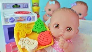 Куклы Пупсики Печем Новогоднее Печенье из Пластилина Play Doh. Видео для Детей Зырики ТВ