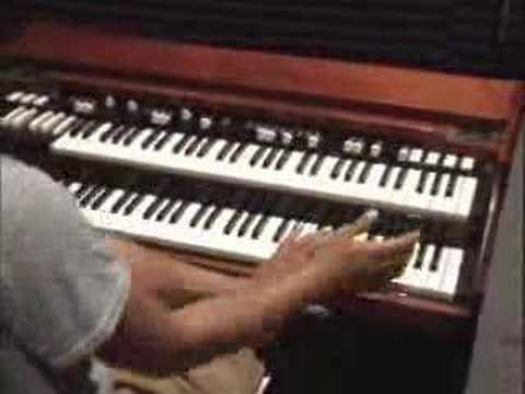 Free Organ Lessons-Add Tricks Licks Riffs and Runs-GospelMusicians.com