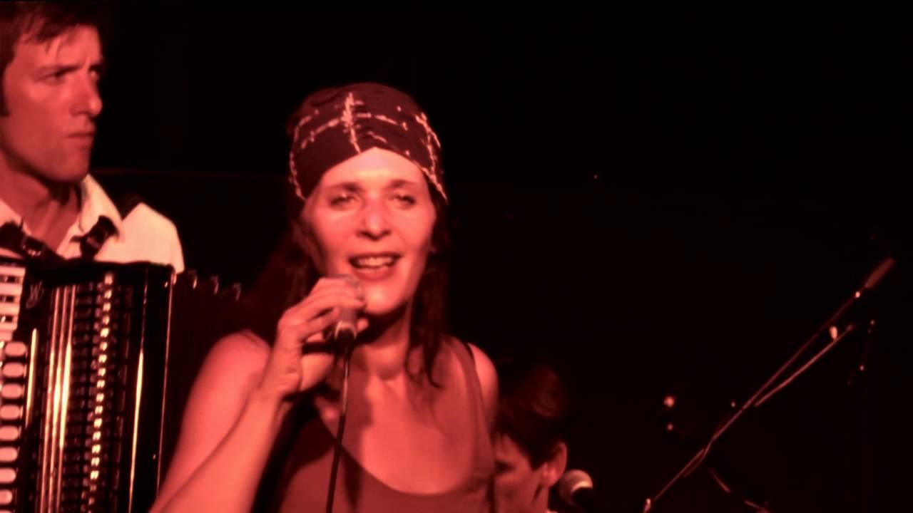 Kaffeehaus :: Tini Trampler & das dreckige Orchestra - (official video) HD