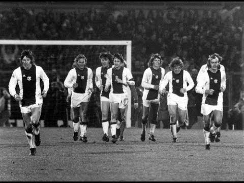 Ajax x Bayern München 1973 - Few minutes of Total Football