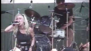 Cyness live in Obscene extreme 2002