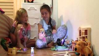 Как Полина и Алина играют в куклы Монстр Хай