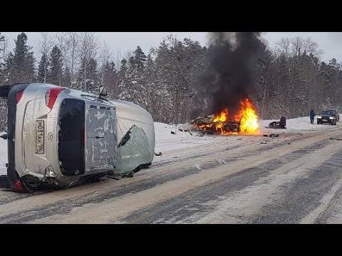Сильная авария под Покачами. Одна из машин загорелась. ХМАО