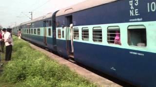Maurya Express (15028) Passing Tekniwas Railway Station (Chhapra)
