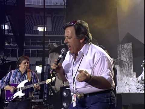John Conlee - I'm Only In It For The Love (Live at Farm Aid 1992)