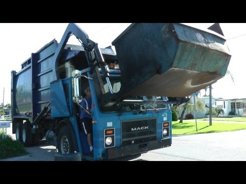 Garbage Trucks: City of Venice