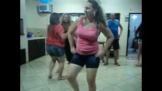 Quarentona dançando - Faísca Banda Mercosul