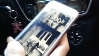 Arabada telefondan müzik dinleme