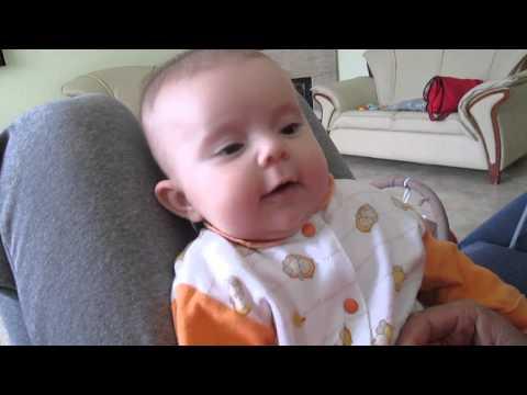 bebe la 3 luni - YouTube