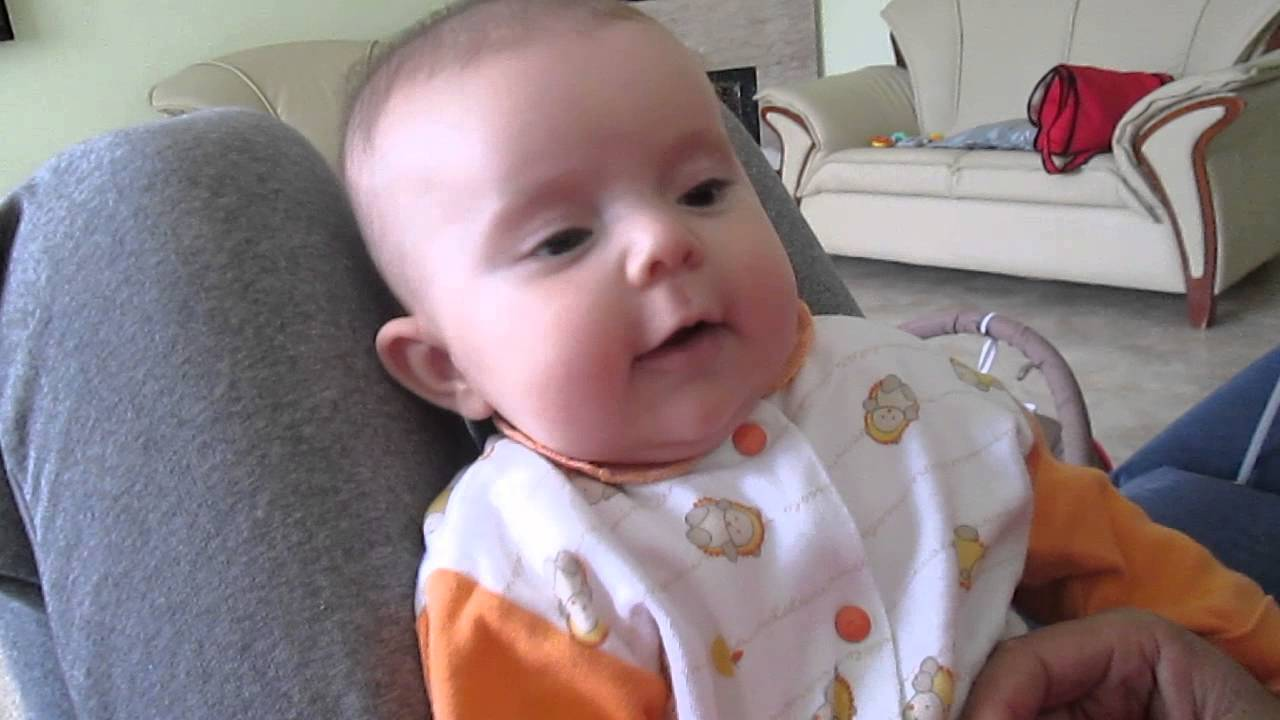 bebe la 3 luni