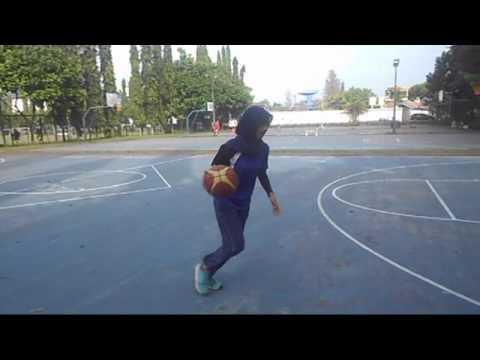vidio pembelajaran variasi dan kombinasi dalam permainan bola basket