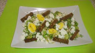 Зелёный салат с сухариками