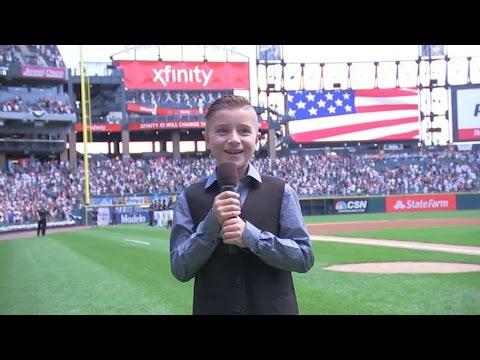 OAK@CWS: Buehrle's son sings national anthem