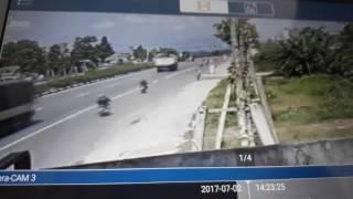Tai nạn xe máy kinh hoàng ở Bình Dương