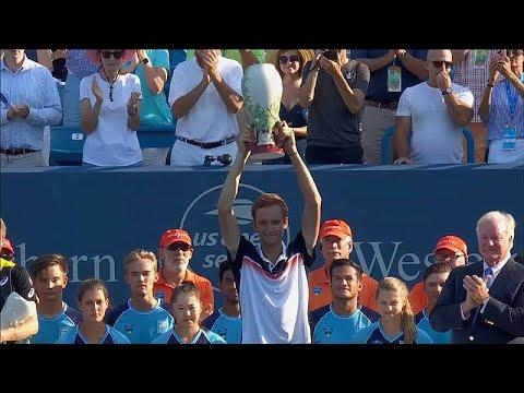 Медведев выиграл турнир в Цинциннати