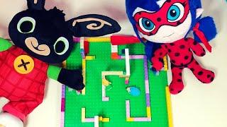 BING e LADYBUG si sfidano nel LABIRINTO con le macchinine di LEGO e PLAY-DOH