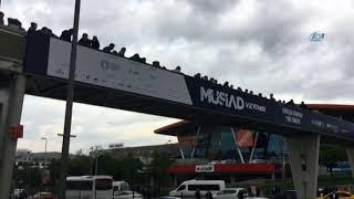 yenibosna metrobüs durağında insan seli