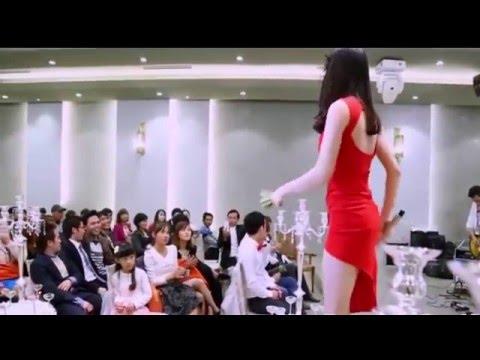 [Kênh F.A] - Em cực xinh váy ngắn lộ hàng trong đám cưới