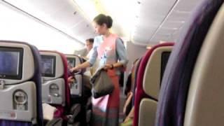 TG320便(タイ航空)機内業務の様子