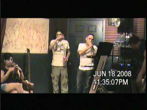 Los Cuates_ Nano en Karaoke