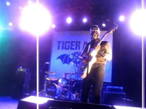 tiger army oogie boogie song live
