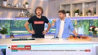 Вишуканий сніданок від Євгена Клопотенка: яйця скрембл та карпаччо з полуниці