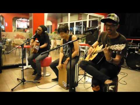 Hedex And The Astronot - sorry (Netral acoustic cover)  @ KFC pangkalan jati 21/1/2012