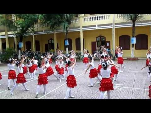Múa hát tập thể trường tiểu học Kim Đồng