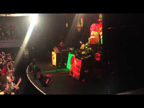 Animal Collective - FloriDada (Live at Roseland Theater 3-5-16)