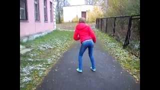 Танцует и ржет! Прикол! Видео из вконтакте