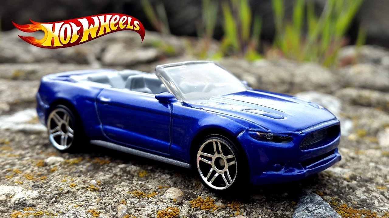Hot wheels ford mustang gt convertible 2015