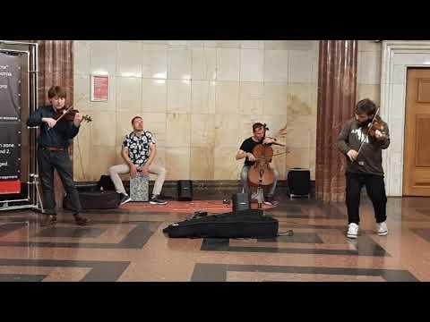 Скрипачи в метро
