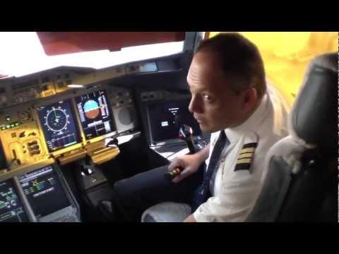 Airbus A380-800 Emirates Cockpit