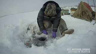 Fishing for pike by the perch's eye, Yakutia, eng subs