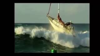barca a vela vs onda anomala mare forza 7 2016