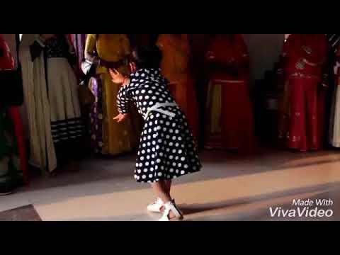 Aaya Kro Ji Banna....dance By Cute Little Baisa...