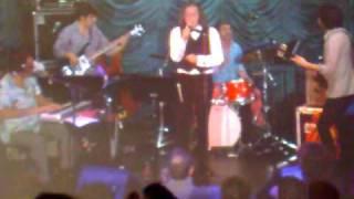 """Philippe Katerine Live Beaubourg un dimanche 15-11-2009, """"Et j'attends"""" de Leslie"""