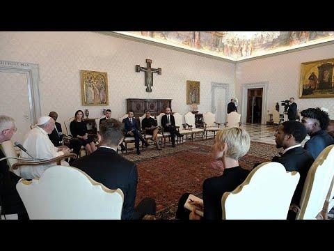 شاهد: البابا فرانسيس يلتقي بنجوم الدوري الأمريكي لمحترفي كرة السلة لمناقشة قضايا العدالة الاجتماع…
