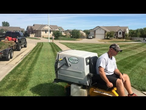 Walker Mower GHS Review, Awesome Stripes, Great For Fall Cleanups