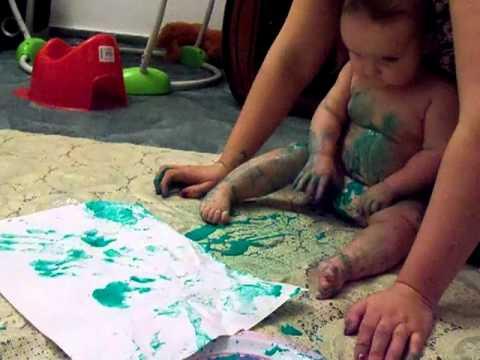 baby malt mit fingerfarben youtube. Black Bedroom Furniture Sets. Home Design Ideas