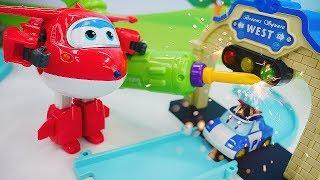 Видео для детей. Машины сказки про игрушки Супер Крылья и Робокар Поли на взлетной полосе!
