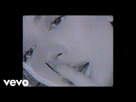 Смотреть клип Ana Mena, Dellafuente - La Pared