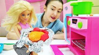 Барби и Катя готовятся к Новому Году: готовим вместе!
