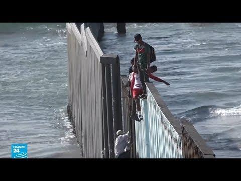 مهاجرون يجتازون حدود الولايات المتحدة تحت أنظار الجنود الأمريكيين  - نشر قبل 4 ساعة